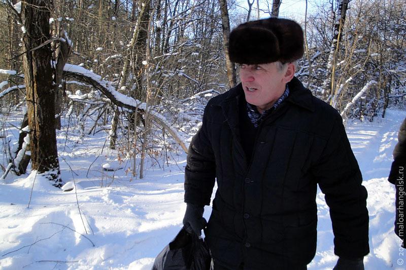Вячеслав Клёнышев несёт отшельнику пропитание.