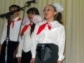В агитбригаде Каменской средней школы замечательные певуньи.