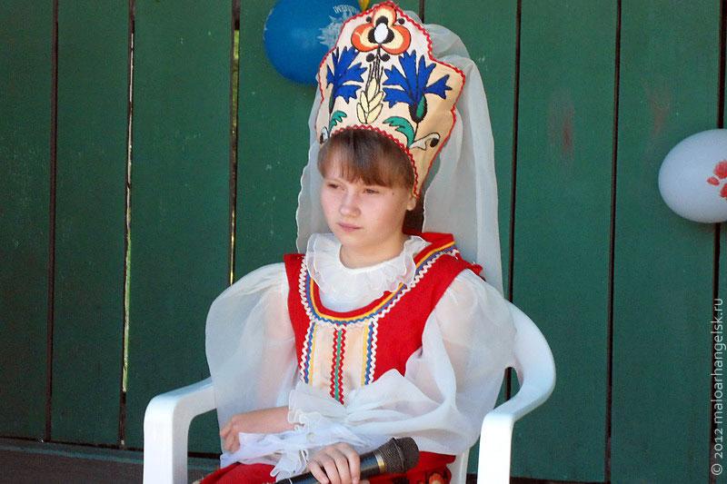 На праздник к детям пришла царевна-Несмеяна.