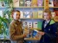 После встречи с писателем ребята решили почитать его книги.
