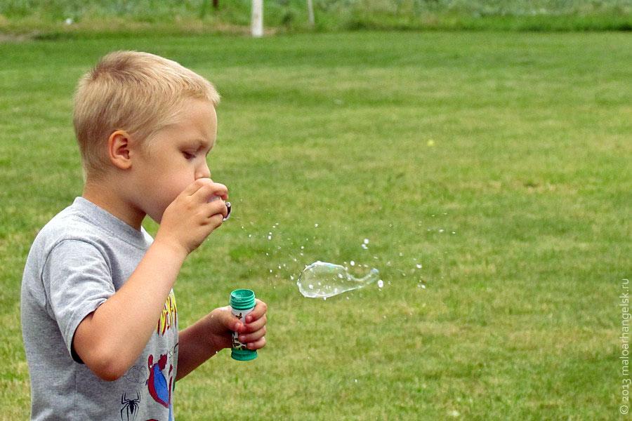 Лети, радужный пузырь.