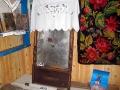 Старинное зеркало передала в дар краеведческому уголку местная жительница.