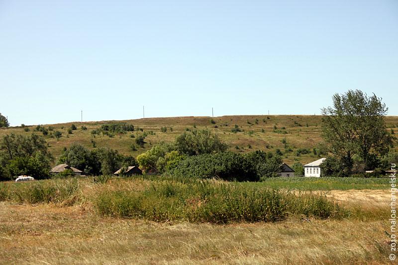 Вид на Святой колодец из деревни Подкопаево