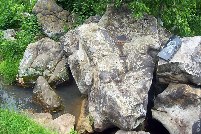 Камни и вода.j