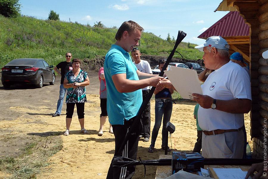 Награждение участников соревнований по рыбной ловле.