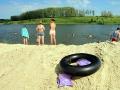 Спасательные круги на пруду можно встретить самые разные