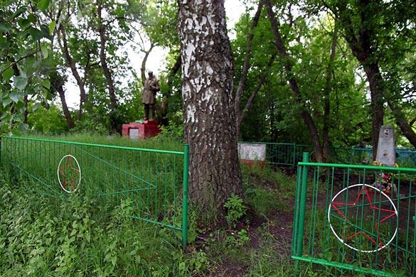 Общий вид воинского захоронения д. Удерево