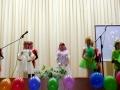 Выступают воспитанники театра-студии Ступени.