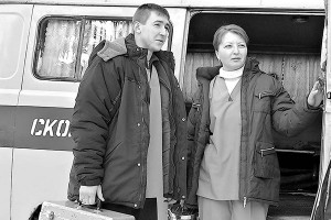 Фельдшеры скорой помощи А.В. Шалимов, С.В. Петрушина.
