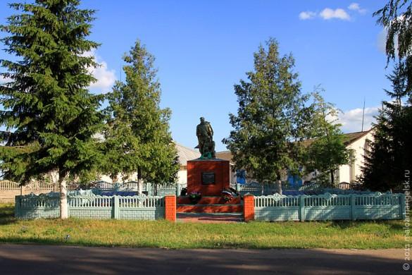 Общий вид воинского захоронения ст. Малоархангельск, 2011 год.