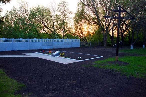 Общий вид воинского захоронения с. Протасово Малоархангельского района в 2015 году. Современное захоронение.