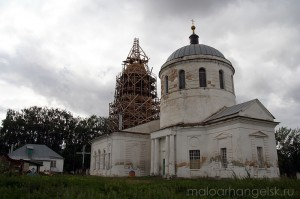 Общий вид Свято-Покровского храма, с. Архарово. Фото 2009 года.