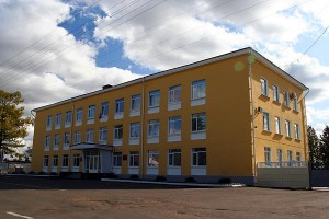 Здание администрации Малоархангельского района. Октябрь 2009 года.