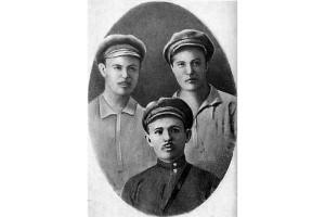 Аня Новикова (первая справа) с товарищами по Кремлевским курсам