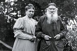 Лев Толстой и Софья Андреевна (фото 1907 года)