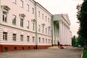 Здание бывшей Орловской духовной семинарии, ныне — Орловский техникум железнодорожного транспорта