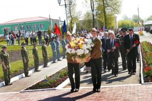 в Малоархангельском районе прошли торжественные мероприятия, посвященные Дню Победы. Возложение цветов к воинскому захоронению в г. Малоархангельске.