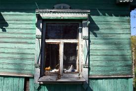 Окошки дома резные, узорчатые