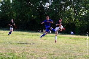 Игровой момент футбольного матча в Малоархангельске, 16 июля 2009 г.