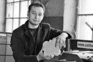 Игорь Журавлев на своём предприятии в Малоархангельске изготавливает тротуарную плитку, бордюры, другую продукцию