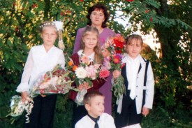 Ученики Хитровской начальной школы с учительницей Юлией Леонидовной Черновой