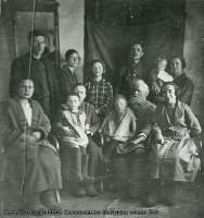 Семейство прадеда Самсоненко. Захарьева Анна Глебовна, урожденная Самсоненко, 2-я слева
