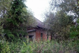 Остатки здания Столбецкой земской больницы.