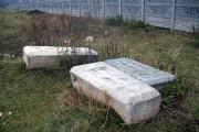 Надгробные камни старого Дросковского кладбища (находятся рядом с церковью).