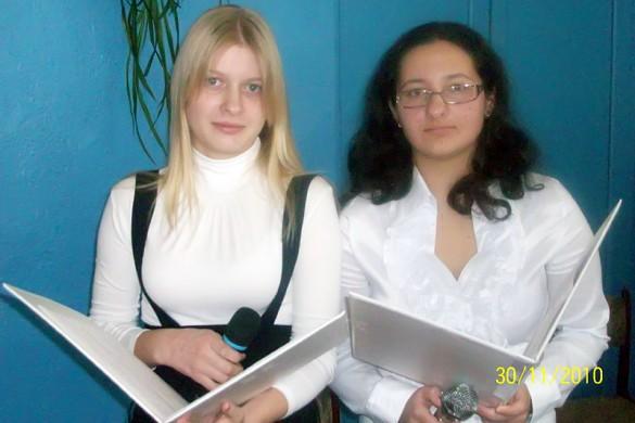 Далее эстафета проведения конкурса перешла к ведущим: Южаниновой Алёне и Назаровой Насте.
