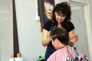 В парикмахерской.