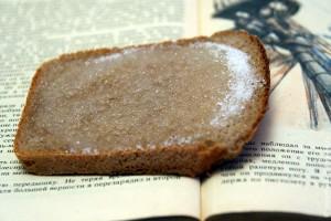 Изысканное лакомство: хлеб с сахаром. И Стивенсон. Кто понимает, конечно.