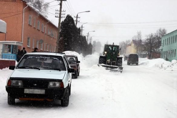 """Снег в городе чистит МУП """"Жилкомхоз""""."""