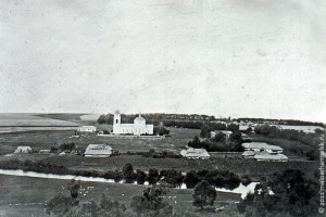 Вид на Покровскую церковь и окрестности села Покровское. Фото В. З. Троицкий, 1908 г.
