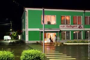 Ресторан Ливадия в Малоархангельске. Общий вид (ночной).