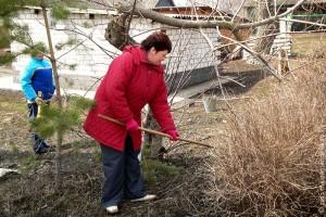 Весной, после таяния снега, в Малоархангельске начинается уборка.