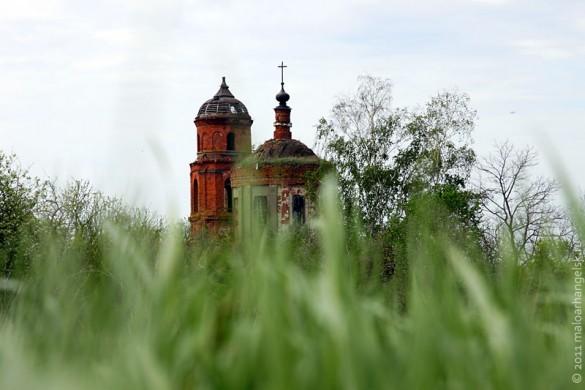Церковь во имя Покрова Пресвятой Богородицы в селе Лески Малоархангельского района Орловской области.