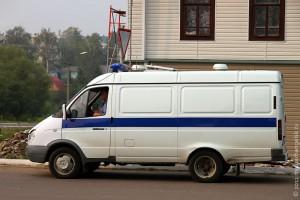 Автомобиль Межмуниципального отдела МВД РФ «Малоархангельский» направляется к месту происшествия.