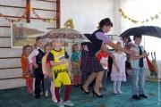 Праздник осени в Тиняковском детском саду. Дети с зонтиками.