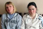 Подружки Вали — Регина Сопина (слева) и Настя Петрова.