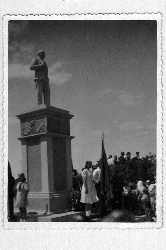 Митинг у памятника В. И. Ленину.