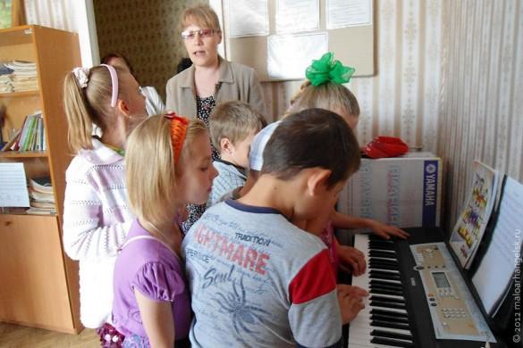 Синтезатор детям понравился. Штука громкая, голосистая.