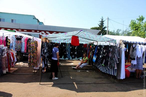 Торговые палатки малоархангельского рынка.