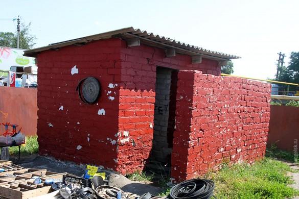 Туалет на малоархангельском рынке.