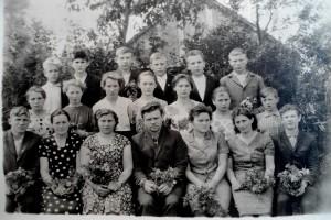 Учительский коллектив Гнилоплотской школы.