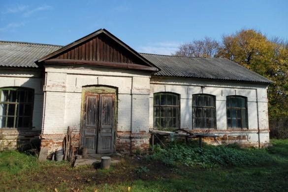 Здание церковно-приходской школы в Гнилой Плоте.