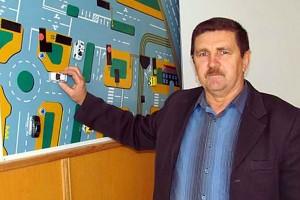 Преподаватель теории строения автомобиля Виктор Николаевич Кравченко.