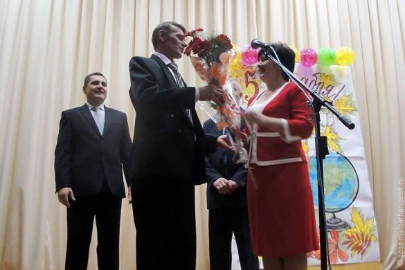 День Учителя 5 октября 2012 года в Малоархангельском районе. Поздравляют Гладких Л. А.