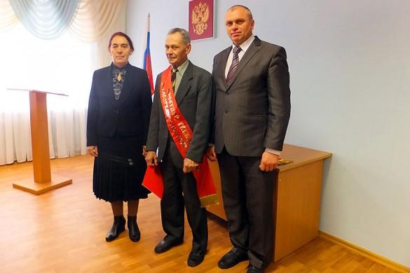 Почетный гражданин Малоархангельского района Горохов Иван Сергеевич (в центре).