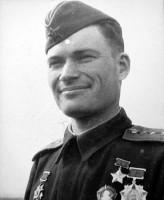 Летчик 215-го штурмового авиаполка Герой Советского Союза командир эскадрильи капитан Николай Михайлович Карабулин (1918—1943).
