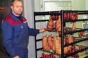Продукция колбасного цеха Малоархангельского райпо.